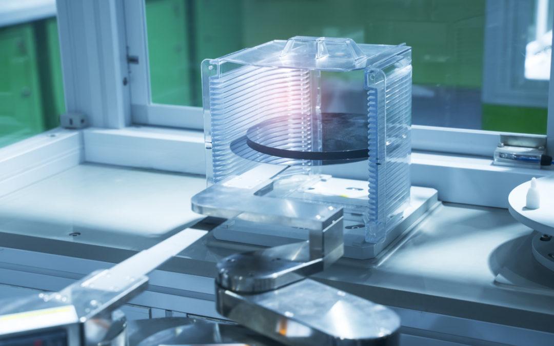 ロボットによる半導体ウェハー製造用の金属ドライブテープ